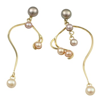 Asymetric pearl earrings